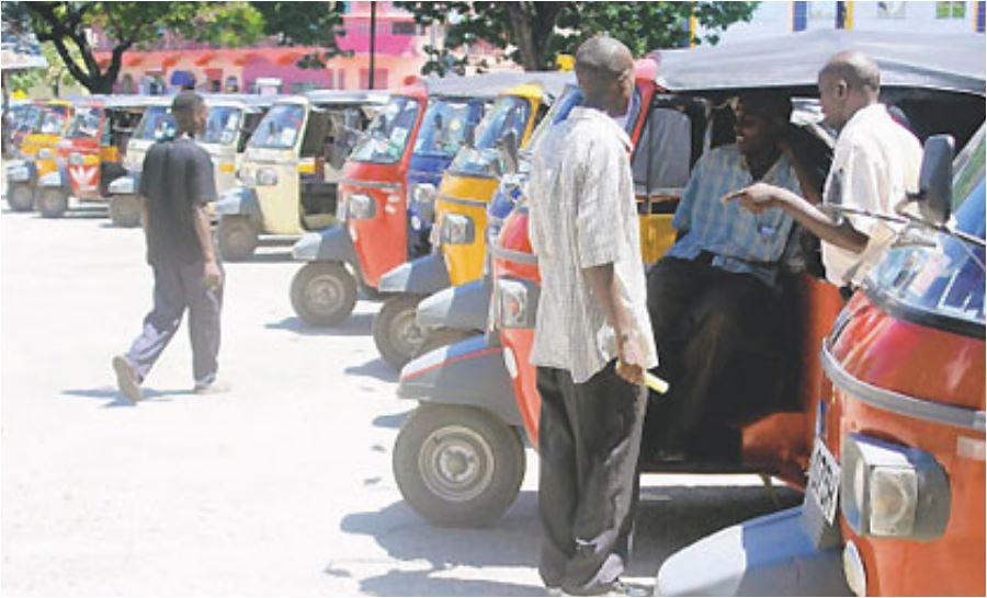Gavana atishia kupiga marufuku tuktuk