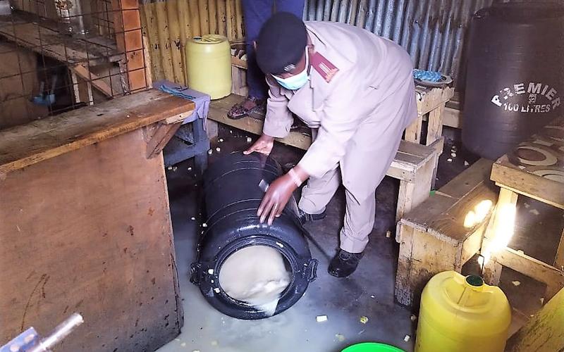Pombe haramu lita zaidi ya 300 yaharibiwa katika mitaa mitatu ya mabanda